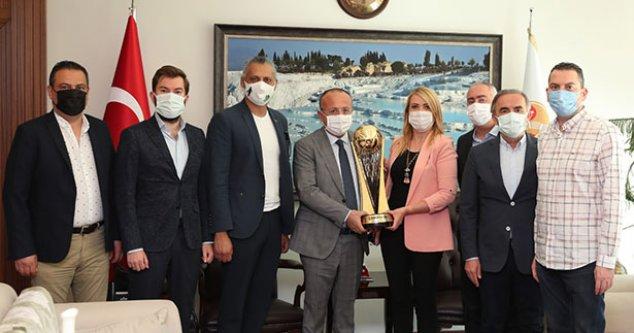 Şampiyon Denizli Basket, Vali Atik'i ziyaret etti