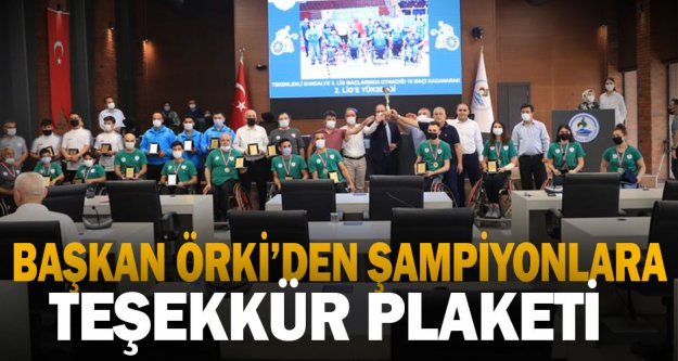 Başkan Örki'den şampiyonlara teşekkür plaketi